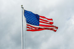 Amerikaanse Vlag die in de wind golft Stock Foto's