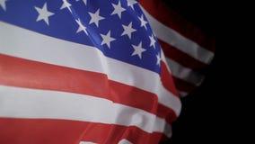 Amerikaanse vlag die in de wind, langzame motie blazen stock footage