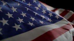 Amerikaanse vlag die langzame motie voor Onafhankelijkheidsdag of Memorial Day golven stock videobeelden