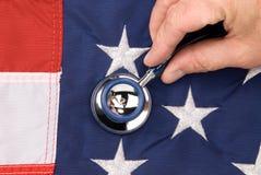 Amerikaanse vlag en stethoscoop stock afbeeldingen