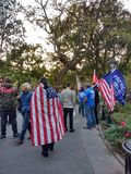Amerikaanse Vlag en Troefverdedigers, Washington Square Park, NYC, NY, de V.S. Royalty-vrije Stock Afbeelding