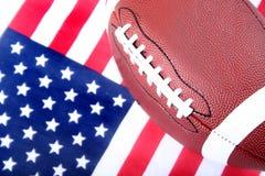 Amerikaanse Vlag en Voetbal Stock Afbeeldingen