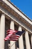 Amerikaanse vlag in het Ministerie van handel gebouw in Was Stock Fotografie