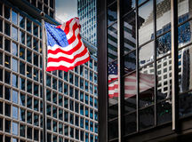 Amerikaanse vlag in Manhattan royalty-vrije stock fotografie