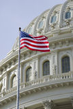 Amerikaanse vlag met de koepeldetail van het Capitool van de V.S. Royalty-vrije Stock Foto