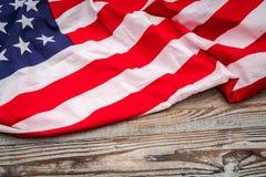 Amerikaanse vlag op houten achtergrond stock fotografie