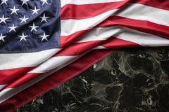Amerikaanse vlag op marmeren achtergrond, hoogste mening royalty-vrije stock afbeelding