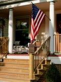 Amerikaanse vlag op portiek. Royalty-vrije Stock Afbeelding