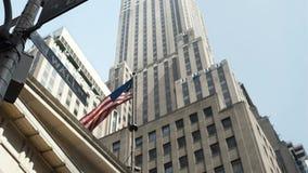 Amerikaanse Vlag Wolkenkrabbers van New York stock footage
