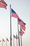 Amerikaanse vlaggen in Washington Monument in Washington DC Stock Foto's