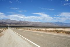 Amerikaanse weg aan de heuvels Stock Afbeelding