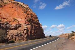 Amerikaanse wegen in de rode rotswoestijn Royalty-vrije Stock Afbeeldingen