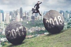 Amerikaanse zakenmansprongen aan nummer 2018 Stock Foto