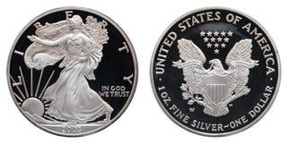 Amerikaanse zilveren die adelaarsdollar op witte achtergrond wordt geïsoleerd royalty-vrije stock afbeeldingen