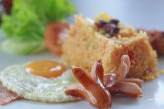 Amerikan Fried Rice med den äggskinka och korven Royaltyfria Foton