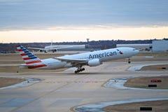 Amerikan Jet Departure Arkivfoton
