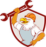 Amerikan skalliga Eagle Mechanic Spanner Shield Cartoon Royaltyfri Fotografi