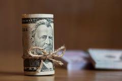 Amerikaner fünfzig Dollarscheine oben gerollt Lizenzfreies Stockfoto