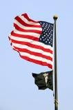 Amerikaner und Kriegsgefangen mia Markierungsfahnen stockfotografie