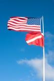 Amerikaner- und Unterwasseratemgerätmarkierungsfahnenschlag Stockfotos