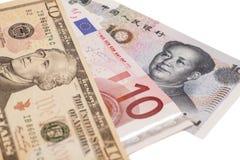 Amerikanische Dollar, europäischer Euro und chinesische Yuanrechnungen Lizenzfreie Stockfotos