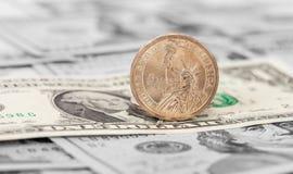 Amerikanische Dollar Münze und Banknoten Lizenzfreies Stockbild