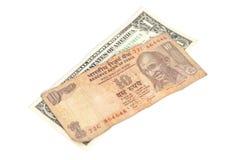 Amerikanische Dollar und Banknote der indischen Rupie Stockfotos