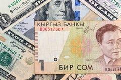 Amerikanische Dollar und Kyrgyz Geld Lizenzfreie Stockbilder