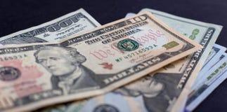 Amerikanische Dollar von Schatz und von Zentralbank Vereinigter Staaten mit Porträts von USA-Präsidenten Stockbilder