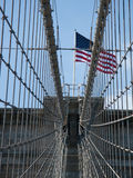 Amerikanische Flagge auf Brooklyn-Brücke Stockbilder
