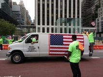 Amerikanische Flagge in der New- York Citywerktags-Parade, Gewerkschaftsarbeiter, NYC, NY, USA stockfotos
