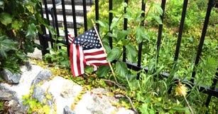 Amerikanische Flagge, Kirchhof in Woburn MA Stockbilder