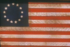 Amerikanische Flagge mit dreizehn Sternen gemalt auf Holz, Vereinigte Staaten Lizenzfreies Stockfoto