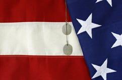 Amerikanische Flagge mit Hundeplaketten #1 stockbild
