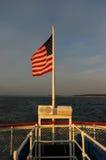 Amerikanische Flagge am Sonnenuntergang lizenzfreie stockbilder