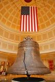 Amerikanische Flagge und Glocke Lizenzfreies Stockfoto