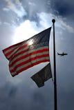 Amerikanische Flagge und POW-MIA Stockbild