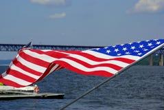 Amerikanische Flagge unfurled in der Brise Stockbilder
