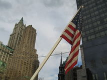 Amerikanische Flagge vor World Trade Center Lizenzfreie Stockbilder