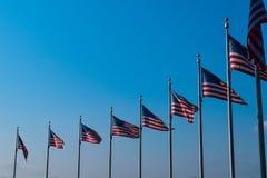 Amerikanische Flaggen in der Reihe Lizenzfreies Stockfoto
