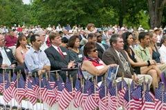 Amerikanische Flaggen für 76 neue amerikanische Staatsbürger Lizenzfreies Stockfoto