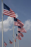 Amerikanische Flaggen um das Washington-Denkmal Lizenzfreies Stockbild