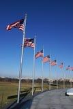 Amerikanische Flaggen am Washington-Denkmal Stockfotografie