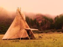 Amerikanische gebürtige Zeltlagertipi stockfoto