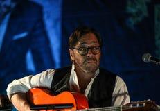 Amerikanische Jazzfusion und lateinische Jazzgitarrist Al Di Meola-Ausführung Live auf dem Kijow Mittestadium in Krakau, Polen lizenzfreie stockfotografie