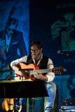 Amerikanische Jazzfusion und lateinische Jazzgitarrist Al Di Meola-Ausführung Live auf dem Kijow Mittestadium in Krakau, Polen lizenzfreies stockbild