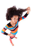 Amerikanische Jugendliche des Schwarzafrikaners, die ihr Afrohaar hält Lizenzfreies Stockfoto