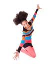 Amerikanische Jugendliche des Schwarzafrikaners mit einem Afrohaarschnittspringen Stockfotografie