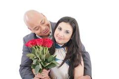 Amerikanische junge Paare mit Bündel Rosen Lizenzfreie Stockfotografie