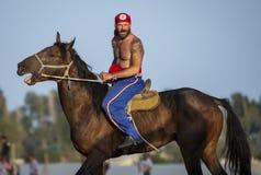 Amerikanische Nomademänner, die zu zu Pferd wringen fertig werden lizenzfreies stockbild